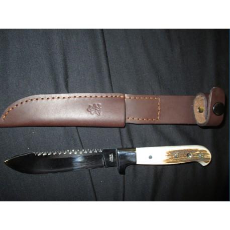 Lovecký pevný nůž