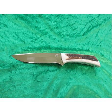 Lovecký pevný nůž s pilkou v rukojeti